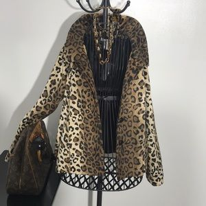 Elegant leopard light coat